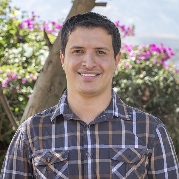 Docente de Yachay Tech con participación destacada en conferencias