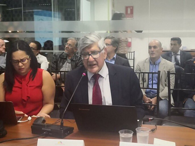 Rector de Yachay Tech expone ante miembros de la Asamblea Nacional