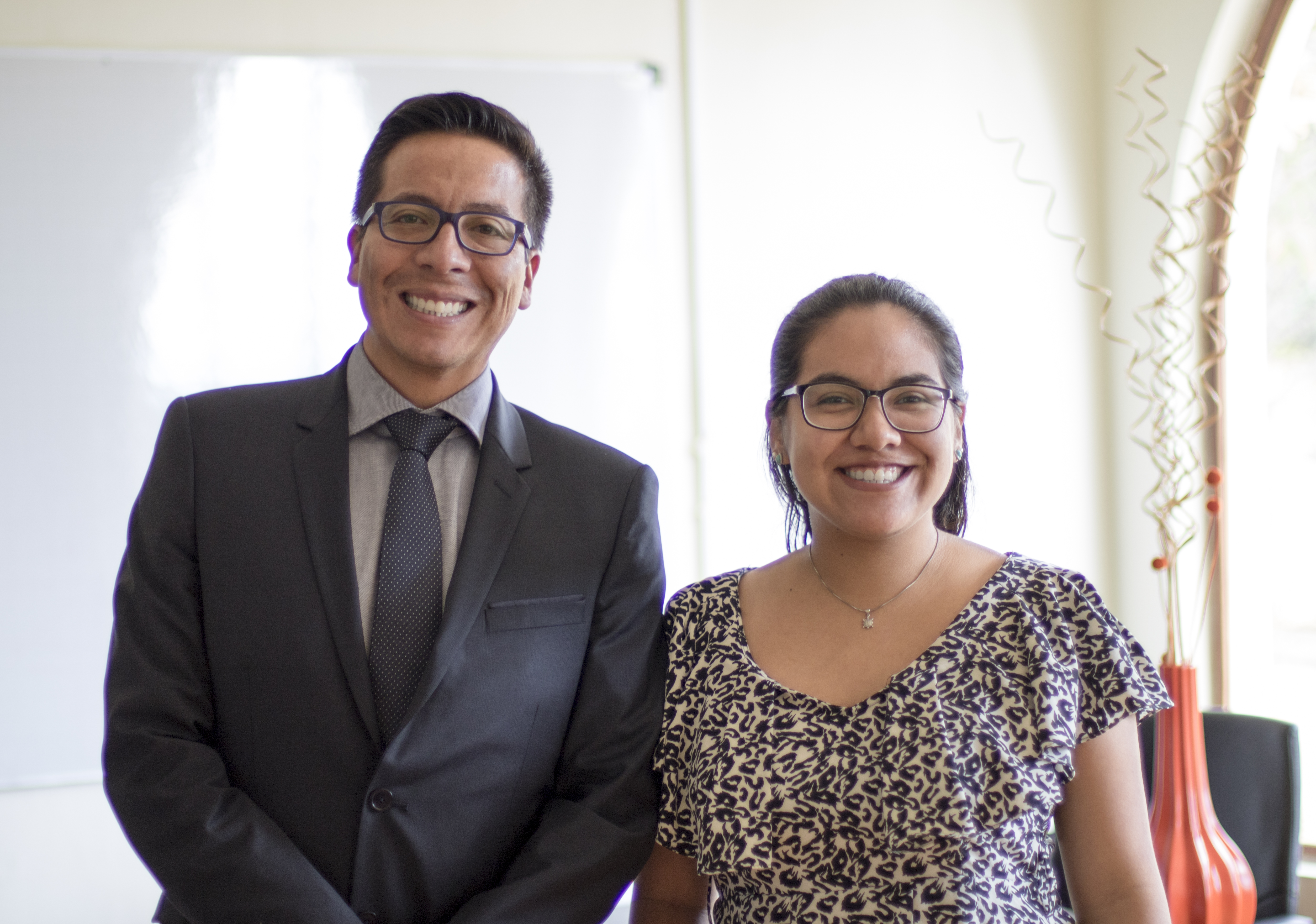 Primera Ingeniera en Nanotecnología se reúne con el Rector de Yachay Tech