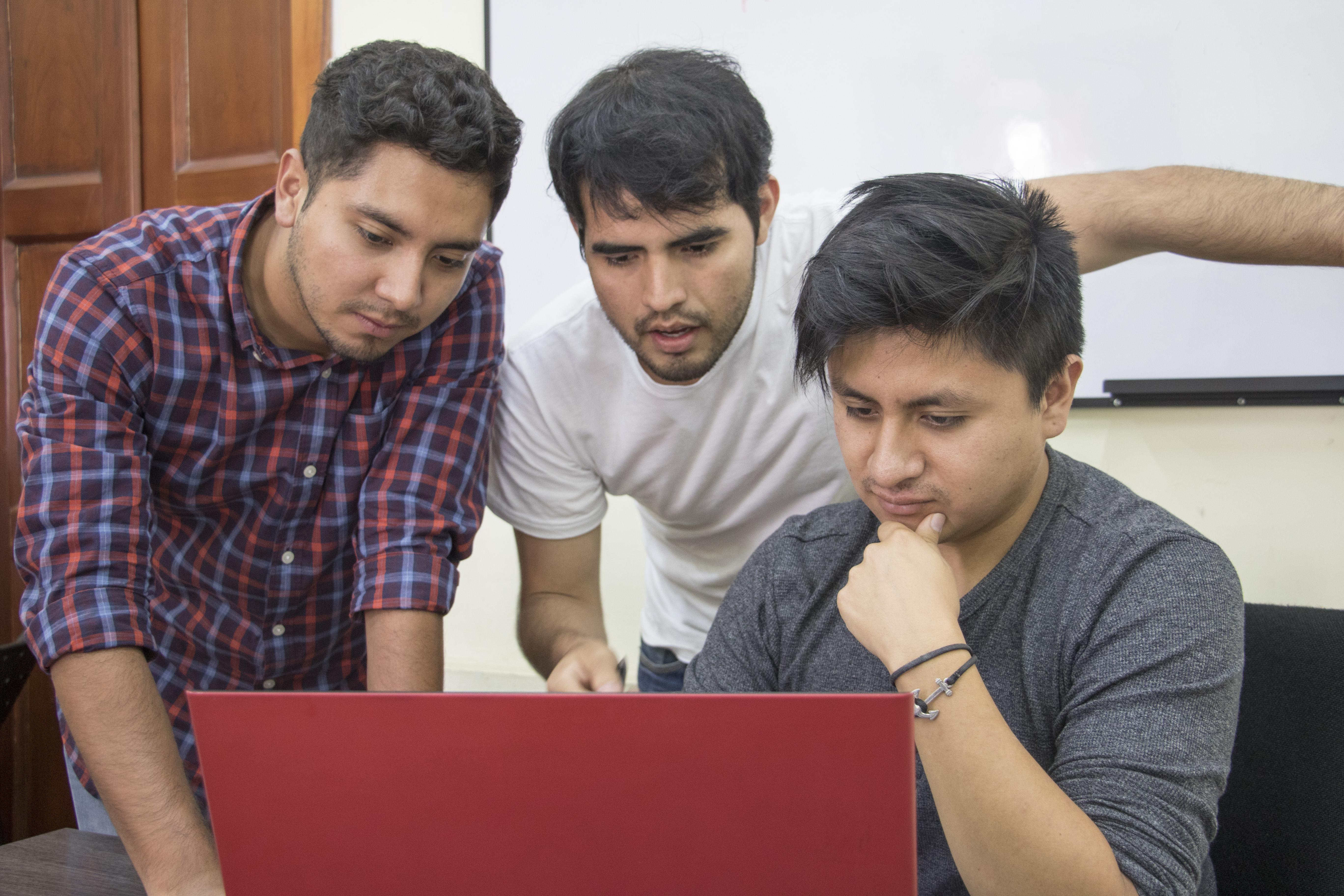 ESTUDIANTES DE YACHAY TECH COOPERAN  EN PROYECTO DE SOSTENIBILIDAD URBANA
